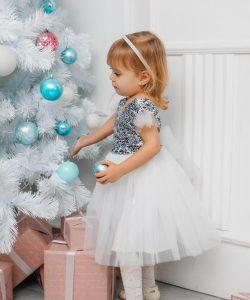 платье для девочки на праздник серебристая пайетка белое 1112191 фотография