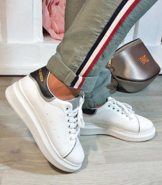 кроссовки белые с черным задником 6399 фотография
